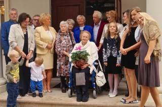 Nasza jubilatka i zgromadzeni goście