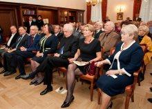 Koncert. Pierwszy rząd od lewej: Tadeusz Żera, Adam Struzik, Wojciech Kilar, Anna Komorowska, Antoni Wit, Anna Markowska, Zofia Wit